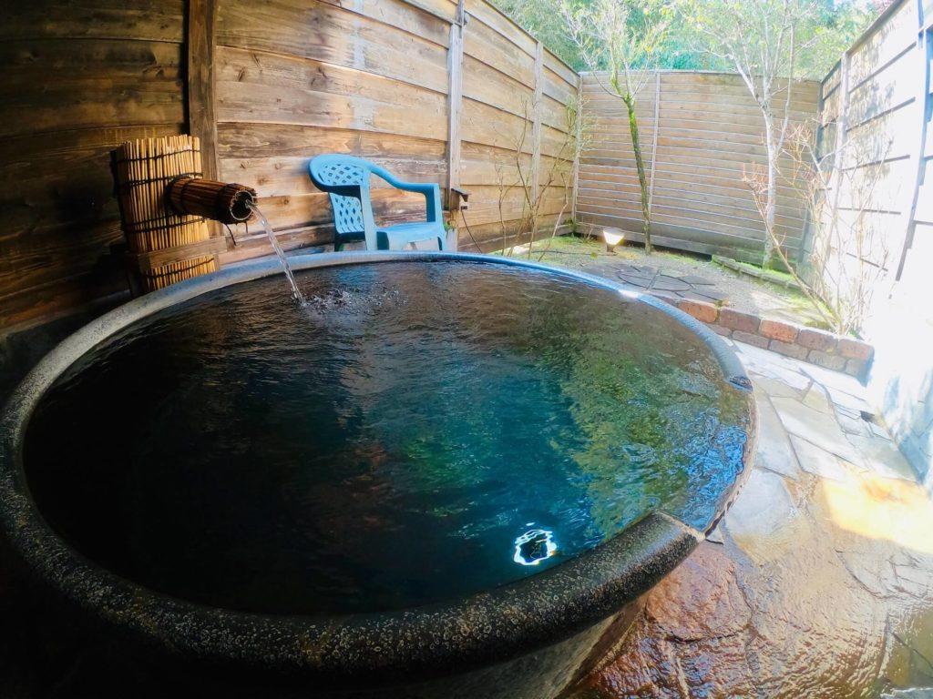 伊佐市_針持温泉つるつる美肌美人の湯_貸切風呂_家族湯_陶器風呂