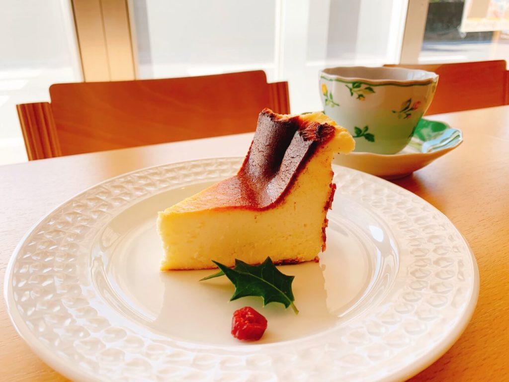 農村カフェバスクチーズケーキ