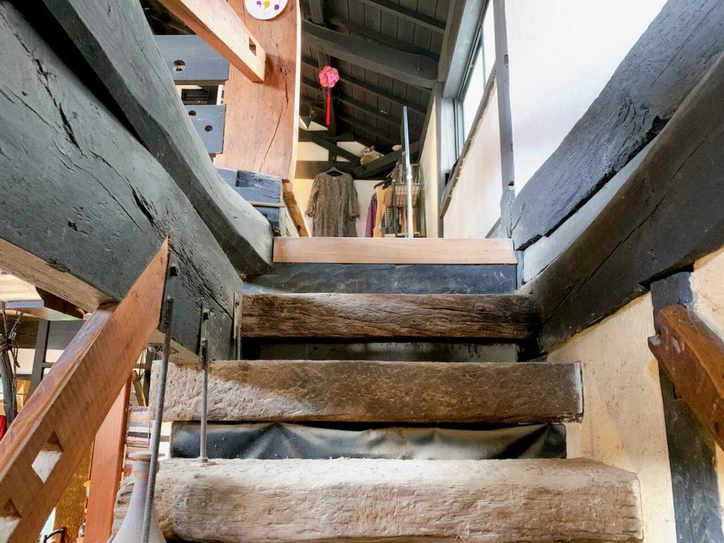 馬舎 階段
